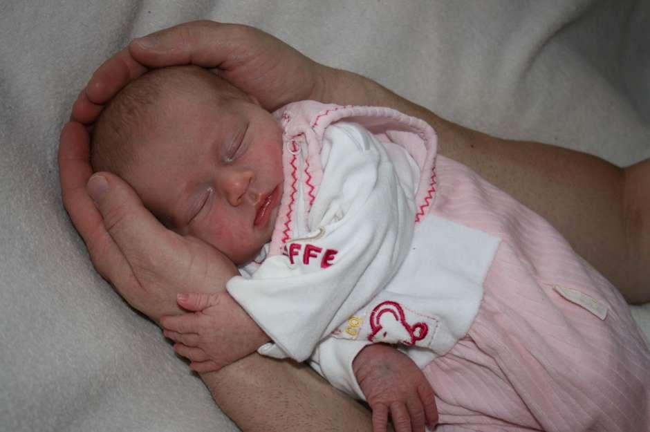 Erste Tage mit dem Baby. Foto: Matthias Hübner / pixelio.de