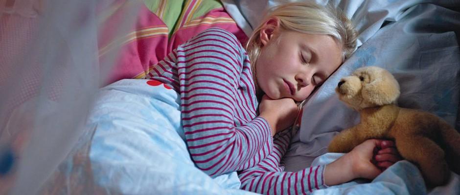 In ihrem privaten Traumreich - dem Kinderzimmer - soll der Nachwuchs rundum gut geschützt aufwachsen. Eine sichere Elektroinstallation gehört dazu. Foto: djd/Elektro+/Hager