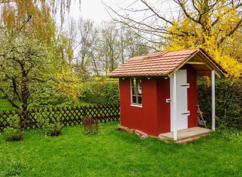 Spielhaus im Garten Bild: Rainer Sturm / pixelio.de