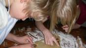 Backen und Kochen mit Kindern Foto: S. Hofschlaeger  / pixelio.de