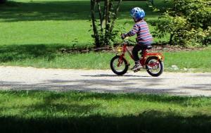 Mit dem ersten eigenen Fahrrad lernt man Fahrradfahren
