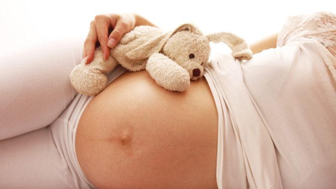 Ausfluss in der Schwangerschaft - Normal oder bedenklich? Foto: KonstantinChristian / shutterstock.com